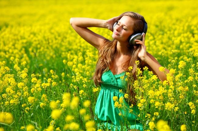经典语录,戴耳机听音乐的美女图片