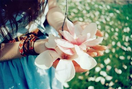 如果两个人分手之后我们在彼此的世界消失了,那说明我真的爱你