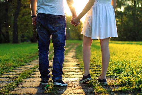 幸福就是简简单单的依靠,就是手牵手的温柔