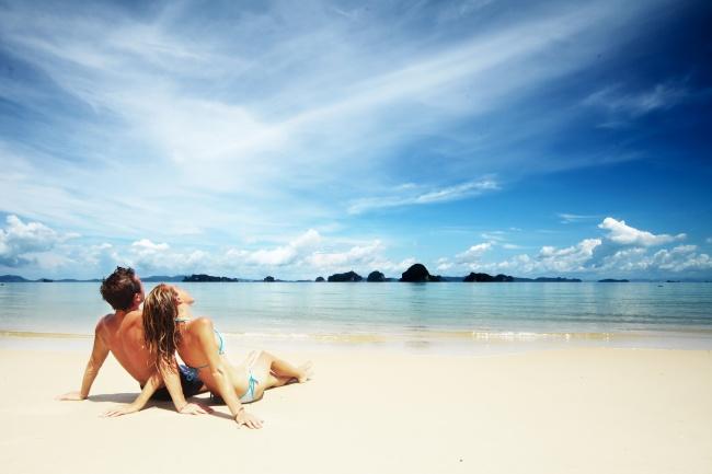 哲理句子,海边情侣阳光浴图片
