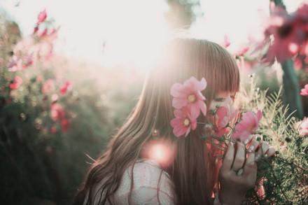 女人佯装幸福 只为掩饰忧伤