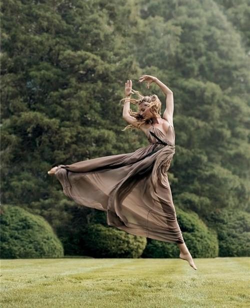 本没有什么自然可顺,方向都是发于心,只是看够不够勇敢