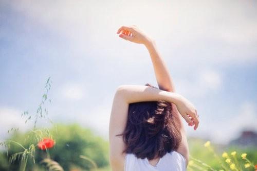 生命与生命之间虽息息相关,却更是独立和自由的个体